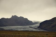20170818-182029LC (Luc Coekaerts from Tessenderlo) Tags: iceland isl öræfum skaftafell austurland svínafellsjökullvarkensberggletsjer glacier gletsjer splitdef181812skeidarabridgemonument public nobody landscape cc0 creativecommons 20170818182029lc coeluc vak201708iceland