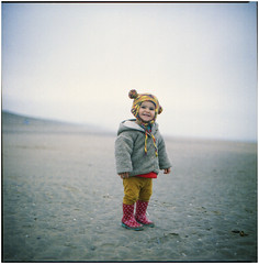 .sarà diversa bella come una stella, sarai tu in miniatura (Herr Benini) Tags: holland netherlands beach spiaggia strand winter inverno kiev88 analog film 6x6 olanda child gummistiefel stivali boots redboots bloemendaal luciodalla futura