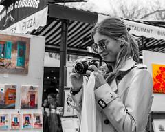 Le sourire de la photographe (Daniel_Hache) Tags: montmartre paris portrait flickrchallengegroup