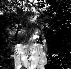 Quel temps fait-il sur ton visage quand tu penses à moi ? (lizardking_cda) Tags: hasselblad medium moyen format film analog ilford delta100professionaldp100 portrait model beautiful belle woman femme fille girl teen ado blonde fashion fine art sexy sauvage wild glamour arbre tree summer été bois wood forest forêt village biot valbonne brague photoshoot shooting shirt chemise bw nb argentique mood spleen melancholy mélancolie love amour romantic romantique french river rivière nice côte azur rviera ishootfilm filmisnotdead light lumière ombre shadow eoshe chercherlafemme sad triste sadness tristesse wet mouillée lolita