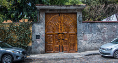 2018 - Mexico City - Doors/Windows - 4 of 13 (Ted's photos - For Me & You) Tags: 2018 cdmx cityofmexico cropped mexicocity nikon nikond750 nikonfx tedmcgrath tedsphotos tedsphotosmexico vignetting doors doorway entry entrance vehicles streetscene street