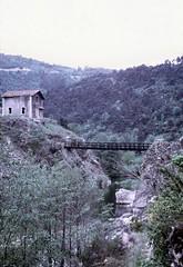 Colombier-le-Vieux (Ardèche) (Cletus Awreetus) Tags: france ardèche colombierlevieux gorges doux passerelle maison architecture rivière eau paysage printemps pont