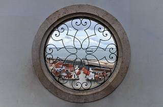 Lisbon Minimal