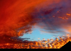Eye in the sunset (Earlette) Tags: blue winter sunset red sky orange color colour clouds pretty australia 2006