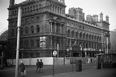 Birmingham Snow Hill frontage Autumn 1969 (loose_grip_99) Tags: street railroad england 1969 station architecture train hotel blackwhite birmingham noiretblanc railway midlands britishrailways snowhill greatwestern beeching colmorerow liverystreet
