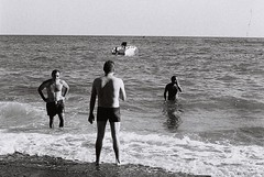 Neapolitan flickrers on the beach #2 (giuli@) Tags: sea blackandwhite bw film beach analog 50mm lenstagged mare amalficoast iso400 trix 400tx gone fabrizio g1 kodaktrix zuiko spiaggia giovanni olympusom10 yellowpeppers costieraamalfitana kodaktrix400 blackandwhitefilm freeariello zuiko50mmf18 tordigliano nlmmare giuliarossaphoto noawardsplease nolargebannersplease