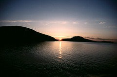 Hurtig 082 Midnight sun (Maharepa) Tags: cruise norway norge europa europe day skandinavien norwegen sunny midnight scandinavia nord midnightsun hurtigrute coastalexpress hurtigruta schiffsreise mitternachtssonne hurtig midsummersnight fcsea