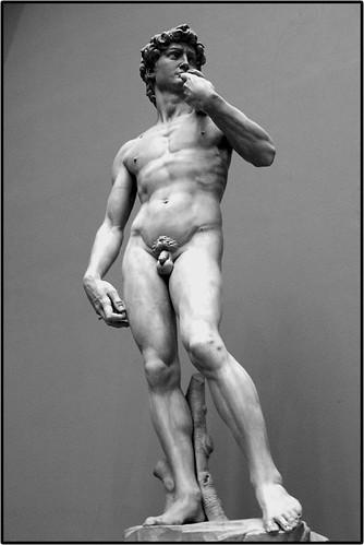 Tại sao Michelangelo lại tạc tượng David với dương vật nhỏ hơn mức bình thường?