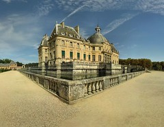 Chteau de Vaux le Vicomte - 01-09-2006 - 14h00 (Panoramas) Tags: sky france reflection castle clouds de point geotagged louis perfect perspective himmel panoramas reflet ciel le cielo fv10 nuages vanishing chteau hdr vicomte ptassembler xiv caelum vaux fouquet fuite etiennecazin interestingness213 i500 smartblend tiennecazin geo:lat=48565383 geo:lon=2713494