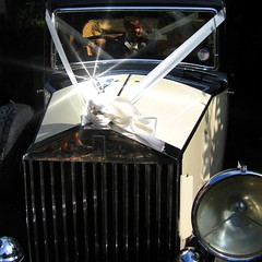 Vintage Rolls-Royce (Heaven`s Gate (John)) Tags: wedding england sunlight white car silver sussex vintagecar automobile ribbons rollsroyce mascot roller starburst spiritofecstacy uckfield johndalkin heavensgatejohn richardandvictoriamcguire