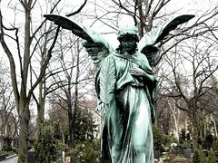Engel (stoha) Tags: friedhof cemeteries berlin cemetery graveyard angel schöneberg cementerio statues cemitério engel cimetière berlino cementerios cemitérios cimiteri cimetières friedhoefe guessedberlin stoha cimiteris gwbtilde~