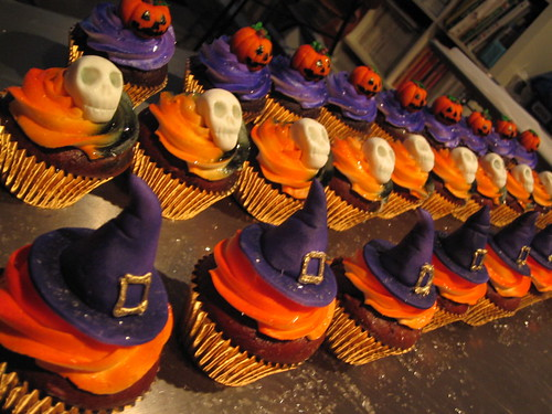 halloween cups by debbiedoescakes.