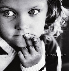 thinking (Marta Potoczek) Tags: bw girl 50mm kid nikon d70 thinking cotcpersonalfavorite 123bw nikonstunninggallery
