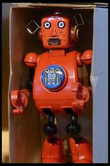 speelgoedrobot 01 (museum vd 20e eeuw hoorn 2016) (Klaas5) Tags: netherlands holland ©picturebyklaasvermaas niederlande paysbas nederland vormgeving museum museumvande20eeeuw museumofthe20thcentury exhibition tentoonstelling midcenturydesign toy speelgoed robot toyrobot speelgoedrobot