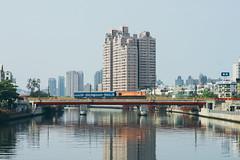 _MG_0623 (waychen_c) Tags: taiwan kaohsiung yancheng yanchengdistrict loveriver tra train bridge river cityscape r20 r31 台灣 高雄 鹽埕 鹽埕區 台鐵 藍皮 普快車 印度仔 taiwanrailways