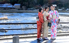 Japan- Arashiyama (Kyoto) (venturidonatella) Tags: japan giappone asia persone people gentes colori colors nikon nikond500 d500 portrait portraits ritratto ritratti donne women donna woman kyoto arashiyama kimono selfie fotografia autoscatto turisti tourists