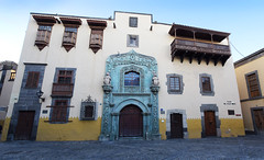The Old Town - Las Palmas (Mark Wordy) Tags: laspalmas grancanaria spain oldtown casadecolónycatedraldesantaana plazadelpilarnuevo vegueta sanantonioabad bougainvillea sananton