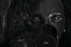 Eliana: Back in black (alestaleiro) Tags: art eliana black alestaleiro portrait retrato mujer woman tea cup look mirada