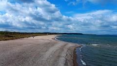 Stürmischer vormittag (johannroehrle) Tags: ostsee küste strand sand wolken wasser water meer beach