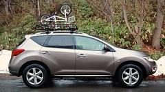 SUV carrying a My daughter's Louis-Garneau bike. (MIKI Yoshihito. (#mikiyoshihito)) Tags: megawarrior cargo basket yakima racks yakimaracks rack ヤキマ mega warrior メガウォーリア ラック murano nissanmurano ムラーノ nissan suv 日産 4x4 awd 4wd