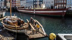 träbåt renovering i Nyhavn (tonyguest) Tags: nyhavn nyhamn copenhagen denmark köpenhamn danmark båtar wooden boats träbåt lightvessel xvii gedserrev manfredburmeister falster coldwar nfhansen