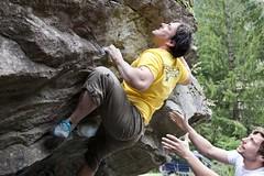 La rage au bout des doigts (benjamin urbain) Tags: escalade climbing rocher roc boulder bloc prise mains sport nature extérieur madonedefenestre d3300