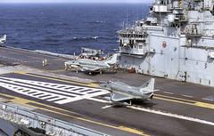 NAe São Paulo (Rob Schleiffert) Tags: naesãopaulo saopaulo marinhadobrasil braziliannavy mcdonnell a4 af1 skyhawk falcão aircraftcarrier