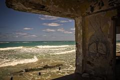 GUANABO: APRÈS UNE TEMPÊTE (pierre.arnoldi) Tags: cuba guanabo tempête pierrearnoldi photographequébécois photoderue photocouleur photooriginale photodevoyage ruine mer sable vagues canon6d grafitis