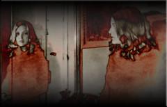 Frente a frente (seguicollar) Tags: reflejo espejo mujer rubia cara pelo habitación imagencreativa photomanipulación art arte artecreativo artedigital virginiaseguí