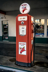 Vintage Texaco Fire Chief Gasoline Pump (SonjaPetersonPh♡tography) Tags: vintage old gaspumps shautoparts gasstation pumps gas fuel skychief firechief texaco gasoline texacoskychief texacofirechief station nikon nikond5300 texacovintagegaspumps lynden washington stateofwashington washingtonstate usa