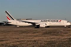 Air France F-HRBF (shumi2008) Tags: airfrance airfrance787 airfrance787dreamliner boeing789 boeingdreamliner b787900 torontopearson pearsonairport yyz cyyz