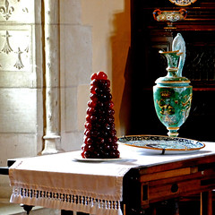 Château d'Amboise (pom.angers) Tags: centrevaldeloire 37 indreetloire loches amboise france europeanunion châteaudamboise françois1er valdeloire châteauxdelaloire 16thcentury earthenware faïence march 2018 panasonicdmctz101 mandarins fruit touraine dessert candy confiserie 200