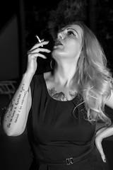 72091294-9cce-43a5-a99a-e96f27a235bc (Adriana.Britto) Tags: ensaio retrato portrait photo photography fotografia foto loira blonde blond pb pbr blackandwhite blackwhite femme mulher mature woman people art