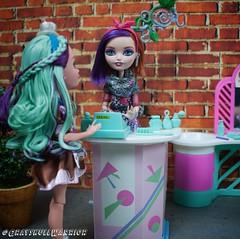 Maddie makeover. Found this vintage Barbie hair salon set. Seems perfect for Poppy. #poppyohair #madelinehatter #barbie #everafterhigh (GrayskullWarriorToys) Tags: poppyohair madelinehatter barbie everafterhigh