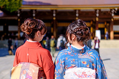 Mother and daughter in kimono (Dakiny) Tags: 2018 spring march japan tokyo shibuyaward harajū yoyogi shrine meijijingu city street people portrait woman girl family kimono bokeh nikon d750 nikonclubit