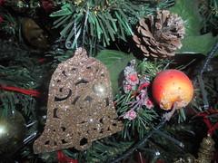 399 (en-ri) Tags: campana bell mela apple addobbi natale christmas albero tree sony sonysti giallo verde oro rosso