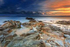 Gavr Cairns ... (Ludovic Lagadec) Tags: fil2017 iledegroix morbihan seascape sea sky sunset bretagne breizh brittany beach summer coucherdesoleil colors longexposure ludoviclagadec landscape longueexposition nisi nd64 gndreverse rocks rochers cloud