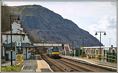 Between a rock and a hard place (david.hayes77) Tags: 68020 68004 rapid reliance class68 nuclearflasks penmaenmawr northwales wales cymru conwy conwybay 2018 6k41 quarry diorite rock freight nuclearwaste
