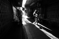 Bangkok (tomabenz) Tags: streetphotography shadow noiretblanc asia bnw streetshot bw streetphoto urban sony a7rm2 monochrome noir et blanc contrast people urbanexplorer zeiss human geometry black white blackandwhite street photography streetview humaningeometry sonya7rm2