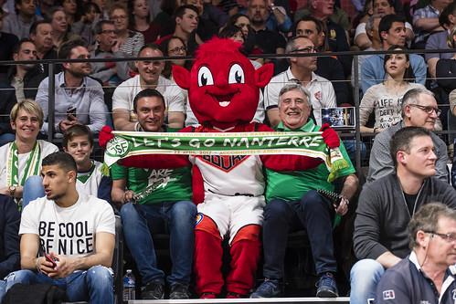 Jiki et les supporters de Nanterres 92 - ©JacquesCormareche