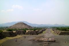 Vista desde la Pirámide de la Luna (Erik Cleves Kristensen) Tags: mexico teotihuacan mexicodf pyramid piramidedelsol calzadadelosmuertos