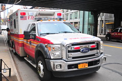 FDNY EMS Ambulance 385 (Triborough) Tags: ny nyc newyork newyorkcity newyorkcounty manhattan chelsea fdny newyorkcityfiredepartment firetruck fireengine fdnyems ems ambulance ford fseries f450 wheeledcoach