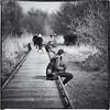 Une pause s'impose (Des.Nam) Tags: nb noiretblanc nikon nordpasdecalais noirblanc bw blackwhite desnam street streetphotographie carré square personnes people flou pdc hautsdefrance