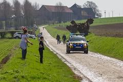 IMG_1043 (fab spotter) Tags: cyclisme parisroubaix vélo voiture course competition extérieur ecureuil hélicoptéres télévision motos