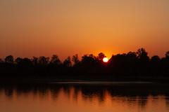 Sunset over the pond - 3 (Daniel_Hache) Tags: etangdesaclay sunset saclaypond coucherdesoleil saclay îledefrance france fr
