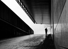 The Ramp (Leonegraph) Tags: kontrast contrast gegenlicht shadow schatten silhouette leonegraph streetphotographer streetphotography story urban spontan spontanious candid unposed human street 2018 europe germany deutschland city stadt monochrome bw blanco negro bn sw schwarz weis black white panasonicgx80 panasonic1235mmf28 mft microfourthirds hannover hanover
