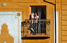 Spain: Granada, Semana Santa spectator (Henk Binnendijk) Tags: andalucia andalucía andalusia granada spain espana spanje semanasanta procession street candid people holyweek pasen easter 2018 spectator doors wall