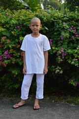 becoming a monk today (the foreign photographer - ฝรั่งถ่) Tags: novice monk boy white clothes