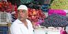 Byculla Vegetable Market (grab a shot) Tags: canon eos 5dmarkiv india maharashtra mumbai 2018 outdoor bycullavegetablemarket vegetables fruit market people food apples grapes man portrait