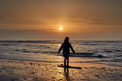 Zondag (zsnajorrah) Tags: beach sea seascape water waves people child girl silhouette colourful clouds evening sky sun sunset beforesunset neutraldensityfilter nd tiffen gradnd canon 7dmarkii ef2470mmf4l netherlands bloemendaal bloemendaalaanzee parnassia candid ravie